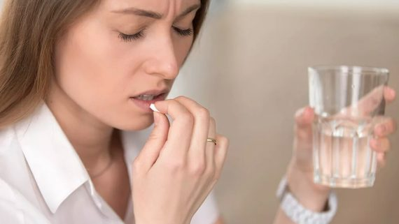 Доктор Александр Мясников назвал парацетамол самым безопасным обезболивающим средством