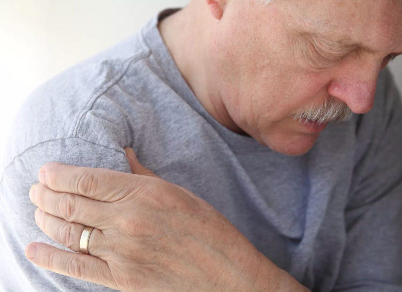 О чём может сигнализировать ночная боль в плече? В том числе - о раке легких..