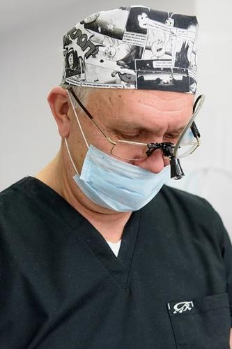 Пластический хирург. Зам.гл.врача, д.м.н. профессор онколог М.И. Баранник